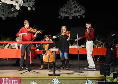 Students perform at the Christmas Festival