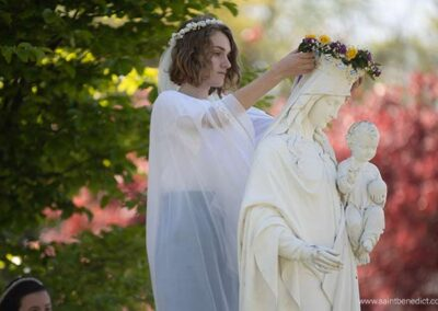 IHM Senior crowns Our Lady Help of Christians